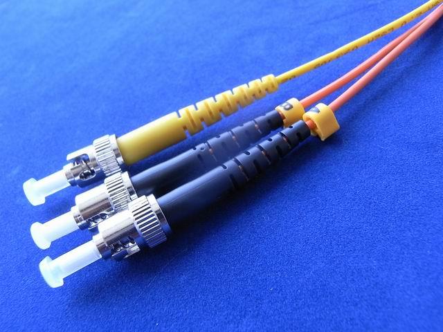 ST连接器图片